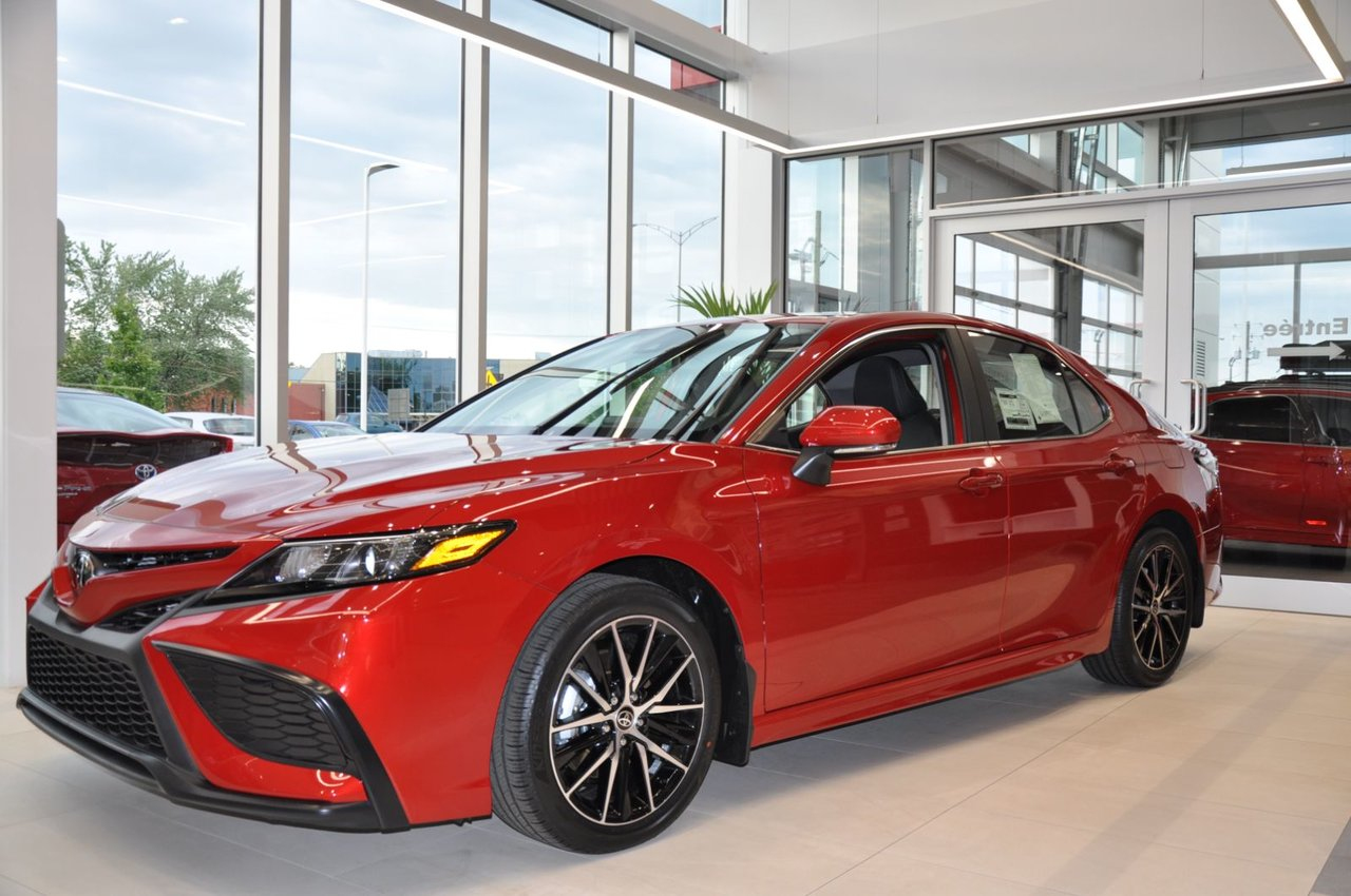Toyota Camry 2022 SE upgrade pack   + AWD