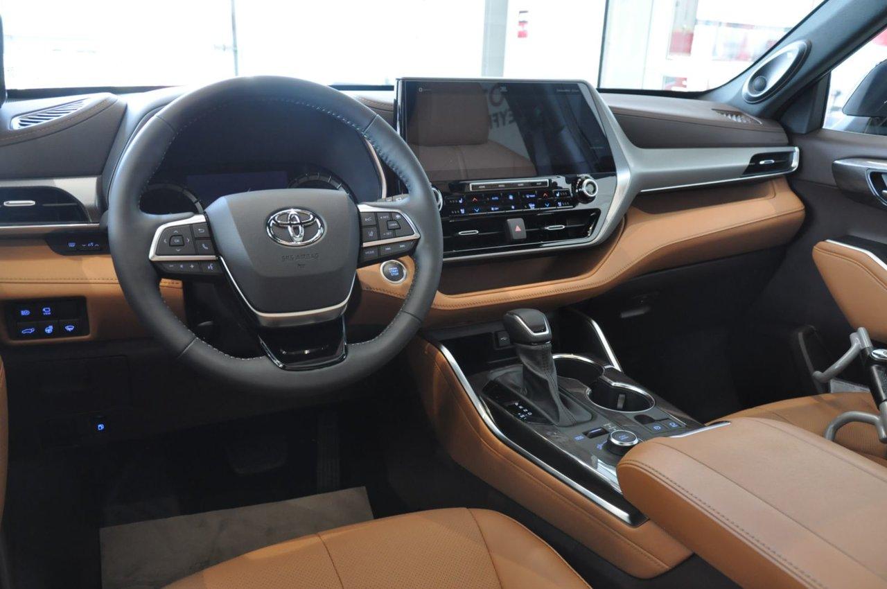 2022 Toyota Highlander Limited Platinum