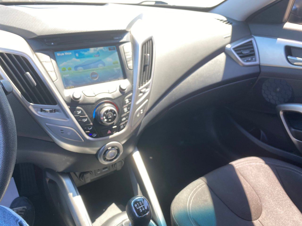 2012 Hyundai Veloster 2D COUPE 6SP