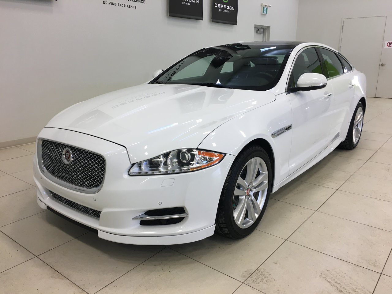 2015 Jaguar  XJ PREMIUM LUXURY V6 SUPERCHARGED 340HP CUIR TOI