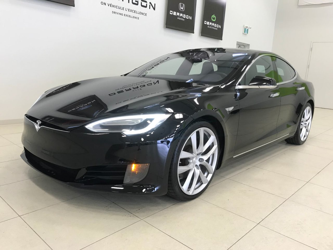 2016 Tesla  Model S 75D, TOIT PANO, ROUES 21, AUTOPILOT 1
