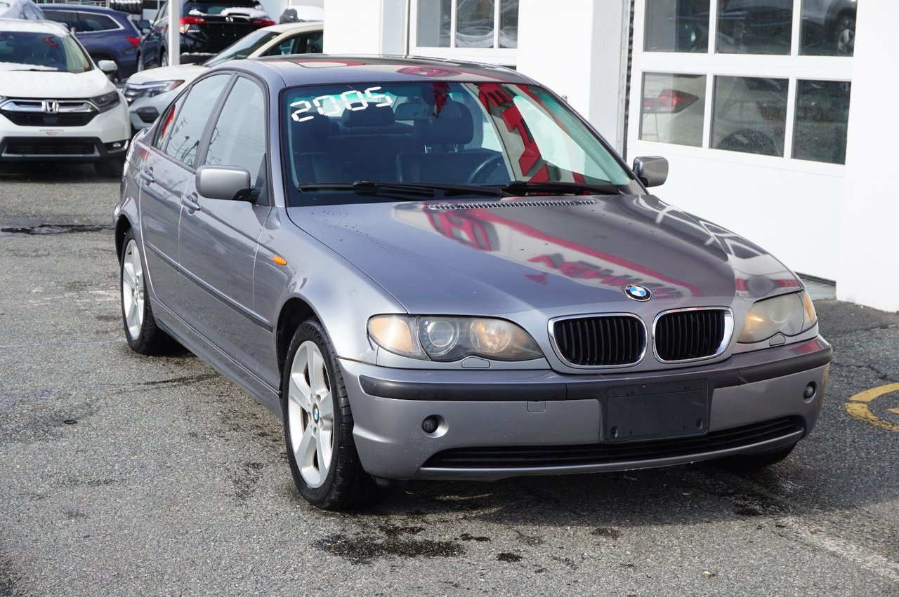 2005 BMW  Série 3 325XI, AWD, air climatisé, bizone, toit ouvra