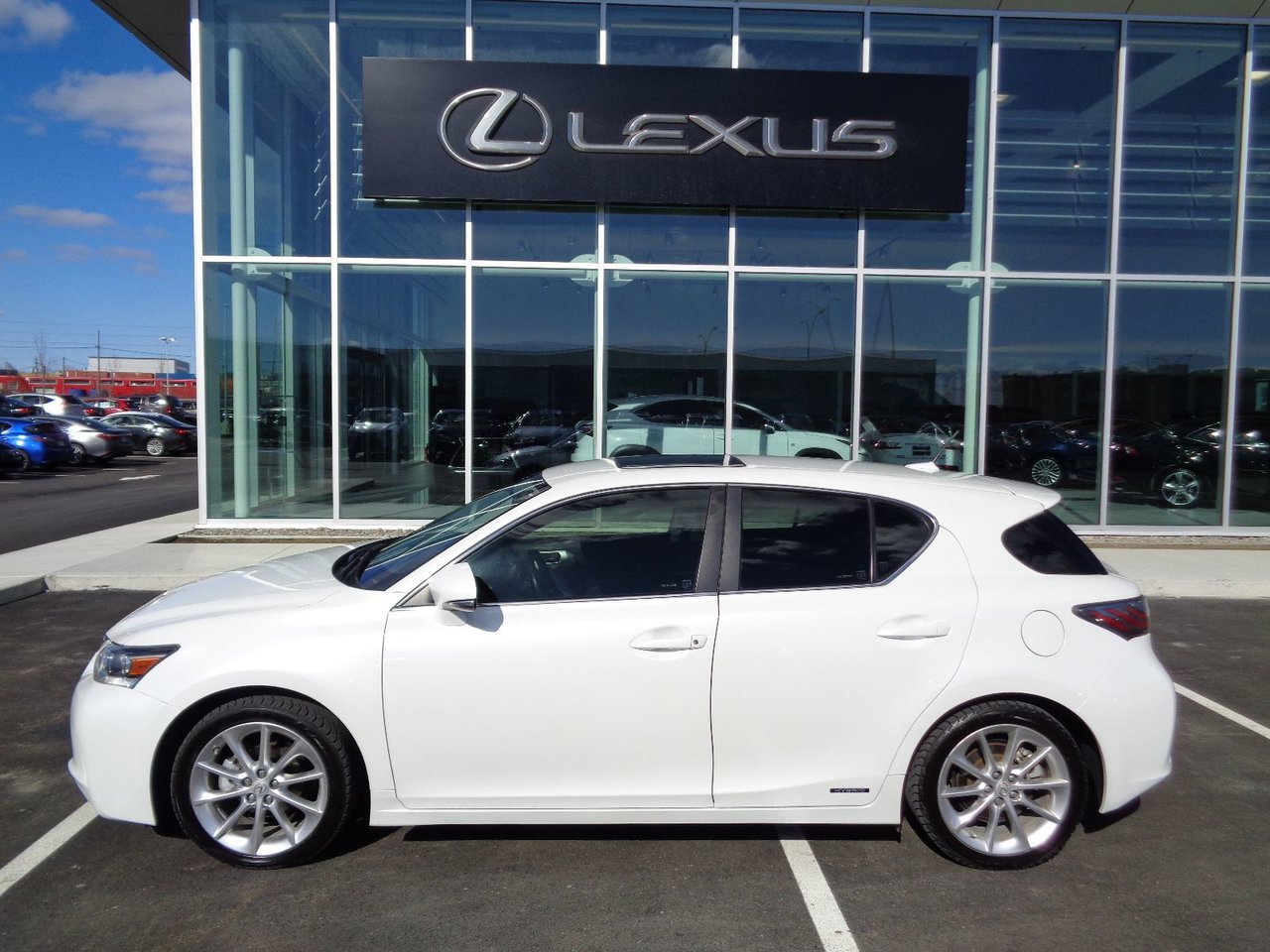 lexus ct 200h 2013 d 39 occasion vendre chez spinelli lexus lachine. Black Bedroom Furniture Sets. Home Design Ideas
