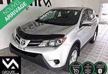 Toyota RAV4 LE**BLUETOOTH** 2015