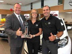 Une représentante des ventes Nissan rafle la palme d'argent du club excellence Nissan
