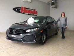 Une cliente très heureuse de sa nouvelle Honda!