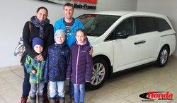 Félicitations à Éric Deneault pour votre nouveau véhicule! Nous vous souhaitons de belles promenades en famille avec votre Honda