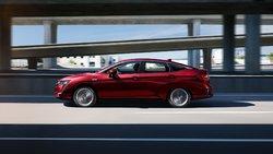 Toyota Prius Prime 2019 vs Honda Clarity hybride rechargeable 2019 à Québec
