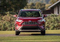 Buying or leasing a 2019 Toyota RAV4 at Longueuil Toyota
