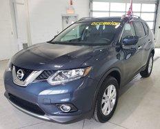 Nissan Rogue SV AWD//Bluetooth // Caméra de recul//Toit pano  2016