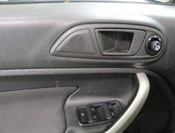 Ford Fiesta SE  2012