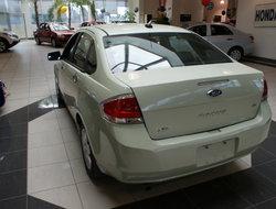 Ford Focus SE  2010