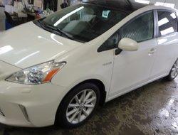 Toyota Prius v TOURING  2012