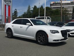2016 Chrysler 300 S AWD * Heated Leather Seats, Backup Camera, Navi! Local BC Car, Low KM!