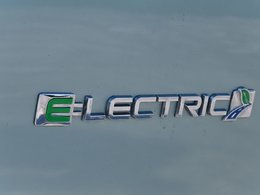 Model{id=25270, name='Focus electric', make=Make{id=562, name='Ford', carDealerGroupId=2, catalogMakeId=33}, organizationIds=[1, 2, 43, 52, 144, 176, 210, 253, 323, 333, 354, 384, 534], catalogModelId=643}