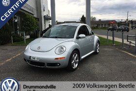2009 Volkswagen New Beetle 2.5L Silver-Red Edition