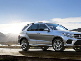 Two elements that separate the Mercedes-Benz GLE from the BMW X5
