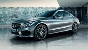 Mercedes-Benz poursuit sur sa lancée en avril