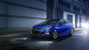 2016 Honda Civic vs 2017 Cruze in Granby