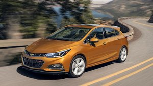 Chevrolet Cruze Hatchback 2019 vs Mazda3 Sport 2018