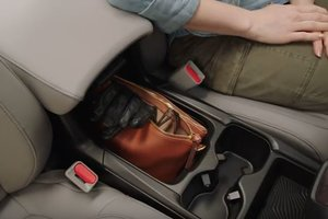 2017 Honda CR-V's versatile center console