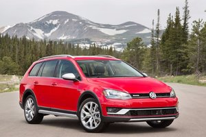 The 2017 Volkswagen Golf AllTrack is the AJAC Canadian Car of the Year