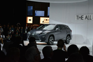 Lexus RX-L : Lexus ajoute une version allongée au RX à Los Angeles