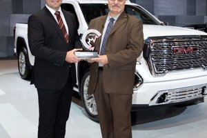 Le GMC Sierra 2019 cumule les récompenses au salon international de l'auto du Canada 2019