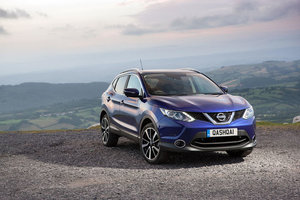 Compare the 2017 Nissan Qashqai and the Toyota C-HR