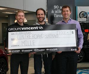 Groupe Vincent remet 1000$ à la Campagne du Panier de Noël du Centre Roland-Bertrand