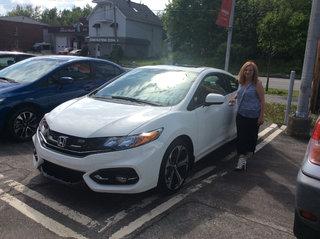 Mme Côté prend possession de sa Civic SI! de Avantage Honda à Shawinigan