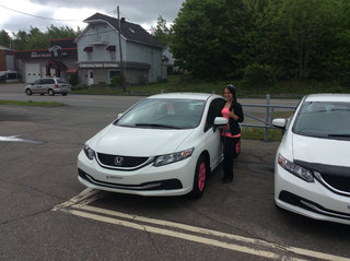 Mylène aux commandes de sa Civic 2015 de Groupe Vincent à Shawinigan et Trois-Rivières