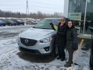 Heureuse d'avoir enfin une voiture neuve Mazda de Groupe Vincent à Shawinigan et Trois-Rivières