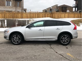 2018 Volvo V60 Cross Country T5 AWD Premier FINANCE 0.9% O.A.C.