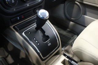 2010 Jeep Compass Sport 4D Utility 4WD in Regina, Saskatchewan - 6 - w320h240px