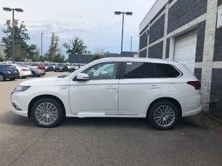 2019 Mitsubishi OUTLANDER PHEV SE S-AWC in Mississauga, Ontario - 2 - w320h240px