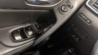 2015 Nissan Rogue SV AWD CVT in Regina, Saskatchewan - 3 - w320h240px