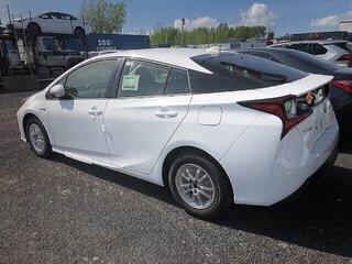 Toyota Prius 5-door Liftback CVT 2019 à Verdun, Québec - 5 - w320h240px