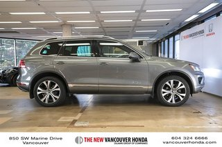 2017 Volkswagen Touareg Wolfsburg Edition 3.6L 8sp at w/Tip 4M in Vancouver, British Columbia - 5 - w320h240px
