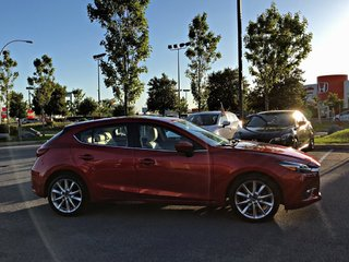 2017  Mazda3 Sport GT TECH + NAVIGATION + VOLANT CHAUFFANT