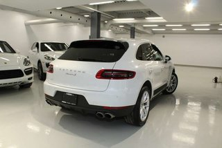 Porsche Macan S Pre-owned vehicle 2017 Porsche Macan S    Covered by the Porsche Approved Certified Pre-owned Limited Warranty 2017