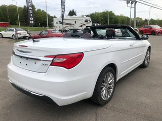 2012 Chrysler 200 Touring CONVERTIBLE