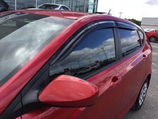 2015 Hyundai Accent ** SEULEMENT 30000 KILO **