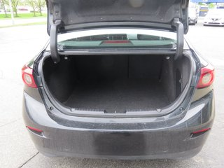 2016  Mazda3 GS NAVIGATION HEATED SEATS ONE OWNER
