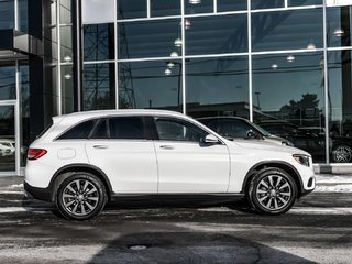 2016 Mercedes-Benz GLC300 Navigation, Heated seats. Easy-pack power tailgate
