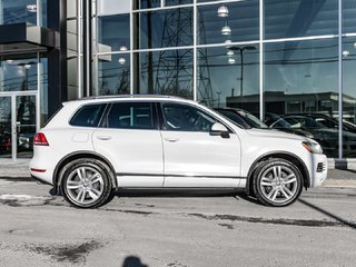 2014 Volkswagen Touareg Navi,  Panoramic Sunroof, Diesel, Clean Car Fax Report   Please come in to view the vehicle; the coffee is always on; and enjoy