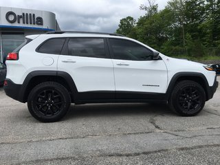 2018 Jeep Cherokee-LOADED-SUNROOF-HEATED & COOLED SEATS Trailhawk Leather Plus