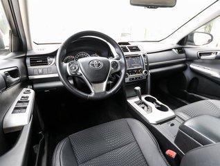 2014 Toyota Camry 4-door Sedan SE 6A