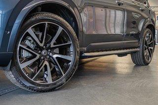 2019 Volvo XC90 T8 eAWD Momentum