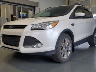 Ford Escape SE, AWD, DEMARREUR, CUIR, A/C BIZONE, CAMERA, MAGS 2015